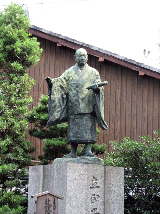 nichiren_statue_japan