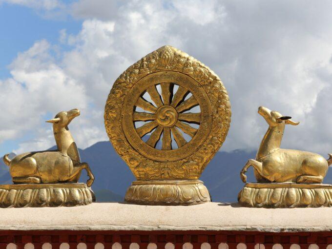 golden-dharma-wheel-153837012-a725e73142004472a3a4eeb973872646